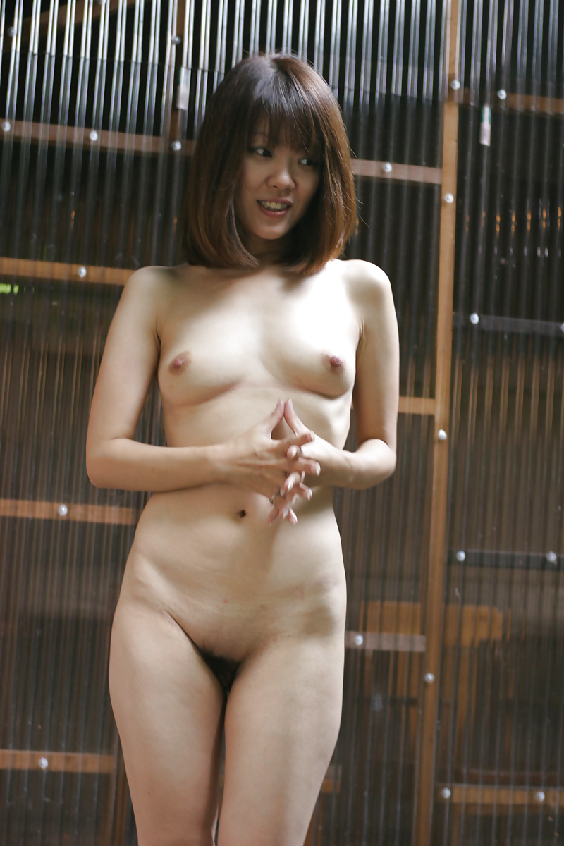 Japanese Women Shows Off Naked Body