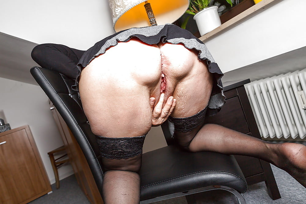 Latina maid porn pics