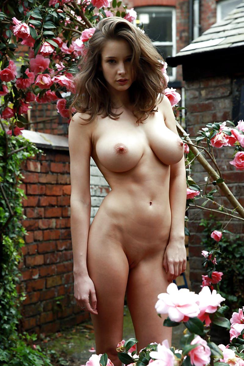натуральная красавица голышом фото когда жена немного