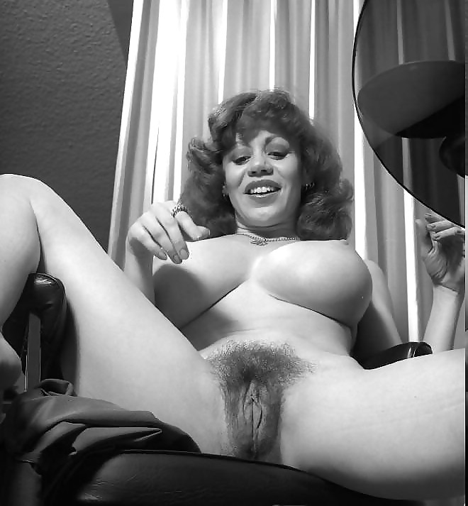 Kitten natividad with a shaved pussy, latina pussy close up picture