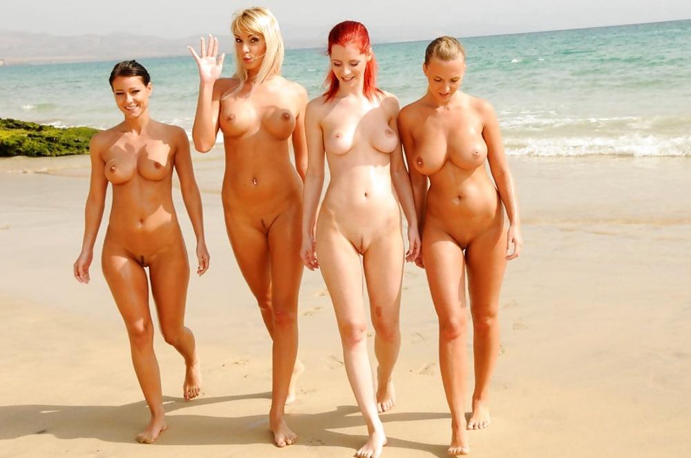 голые бабы на знаменитых пляжах фото диване парнем
