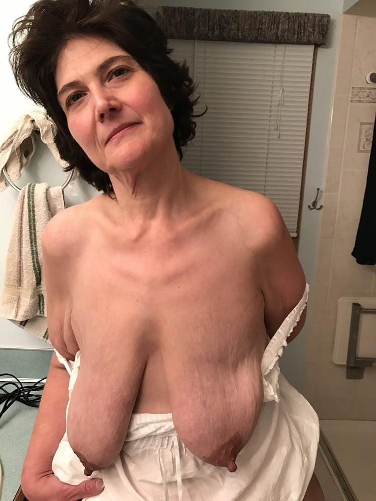 Mature empty saggy tits