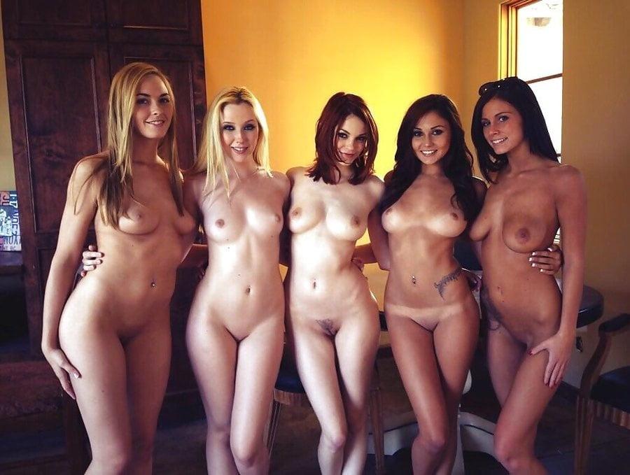 Приколы про девушек студенток голышом светлые цвета