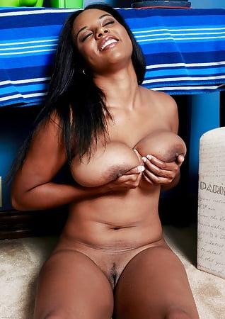 Kaley cuoco gif desnudo
