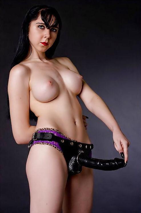 strapon Mistress giant
