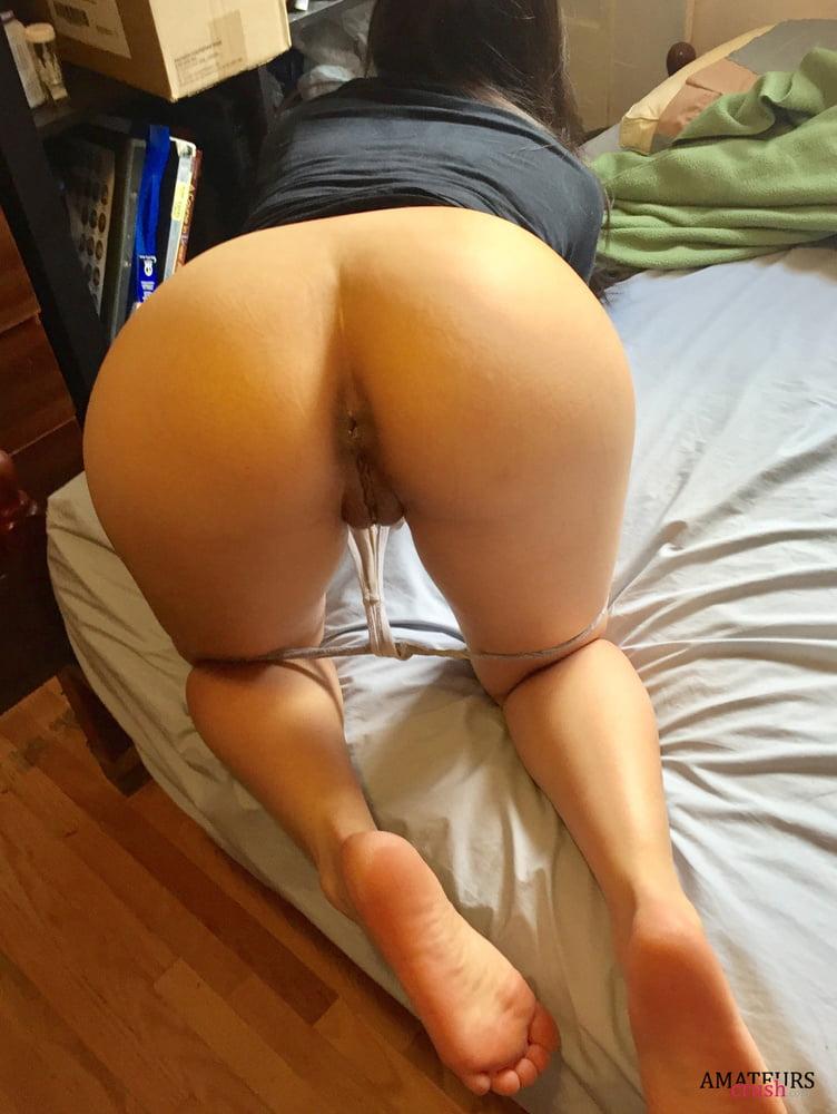 Nude mature wife bent over selfie