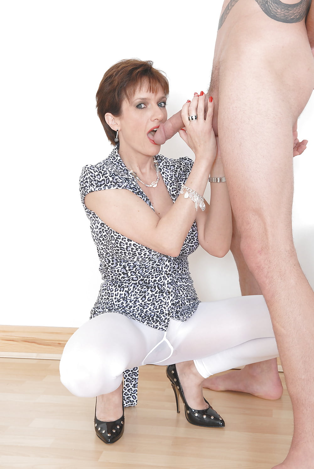 lady-sonia-handjob-nylons-tube-deepthroat-cumshot-dp