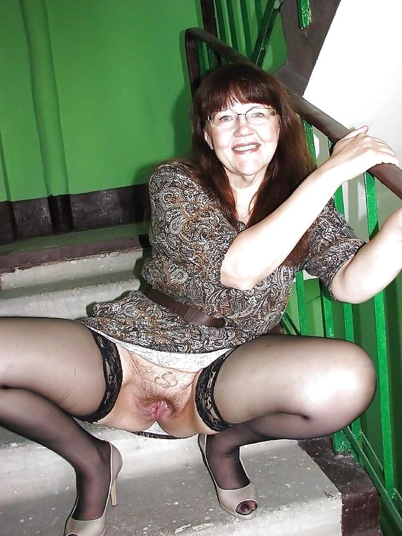 что под юбкой у тети русское порно - 7