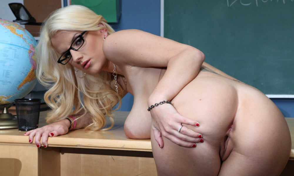 naked-pusy-teacher-xxx-in-public-gif