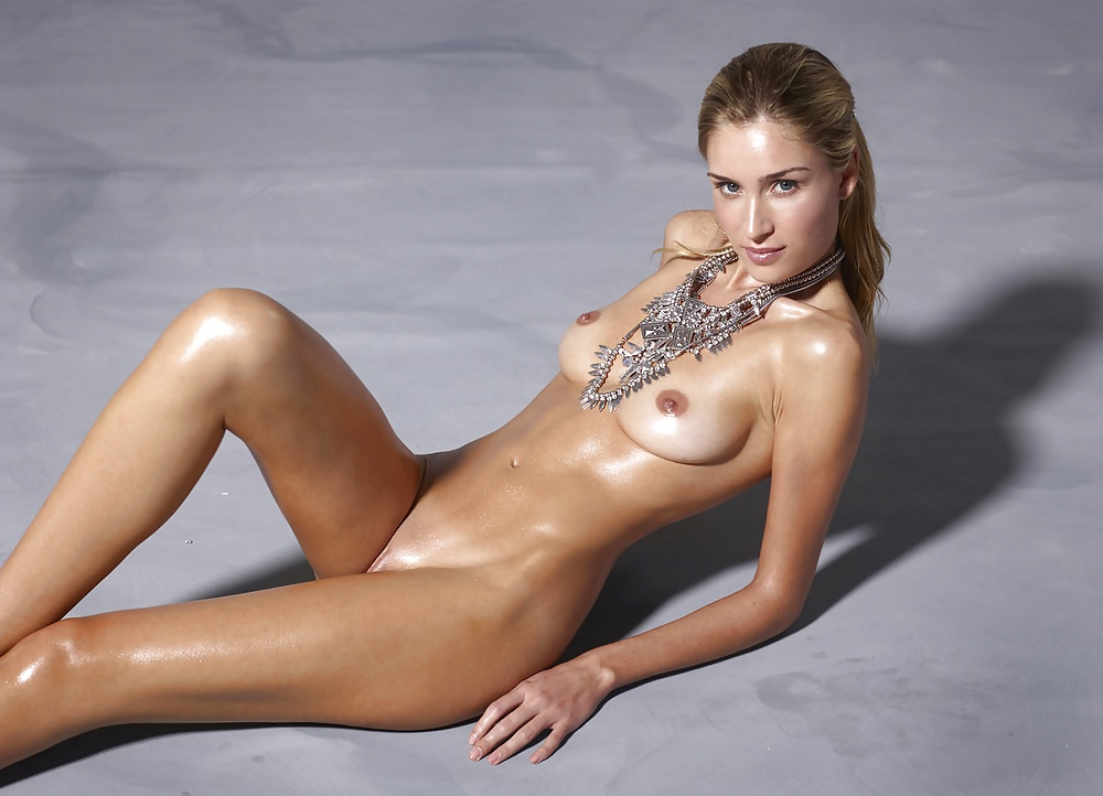 Top Nude Models Stock Pictures, Royalty
