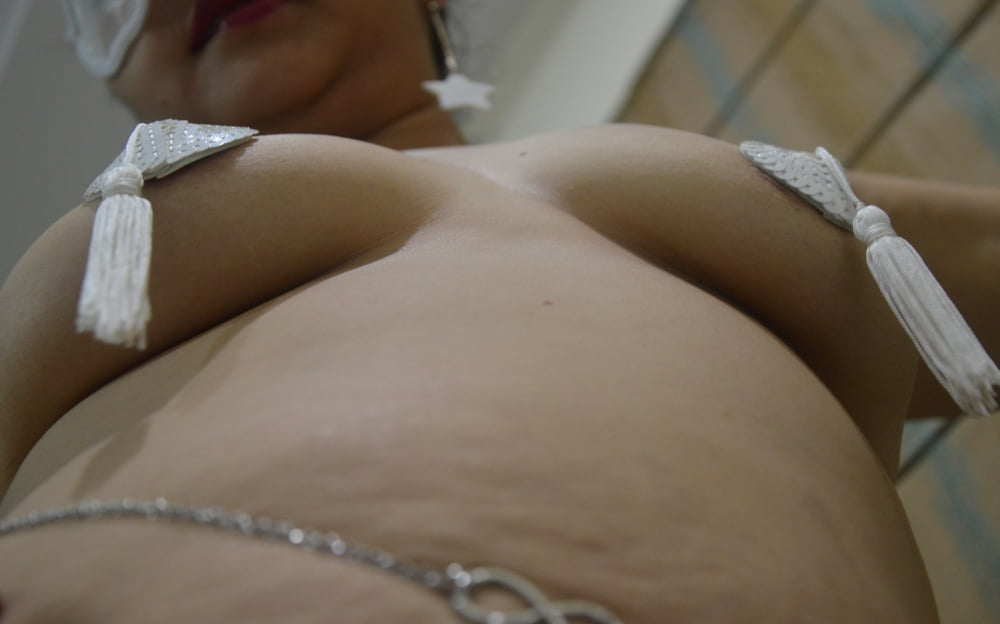 White saree 1 - 9 Pics