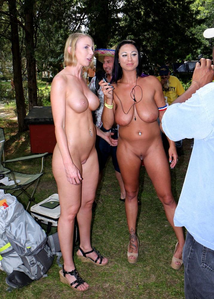 kim-friend-naked