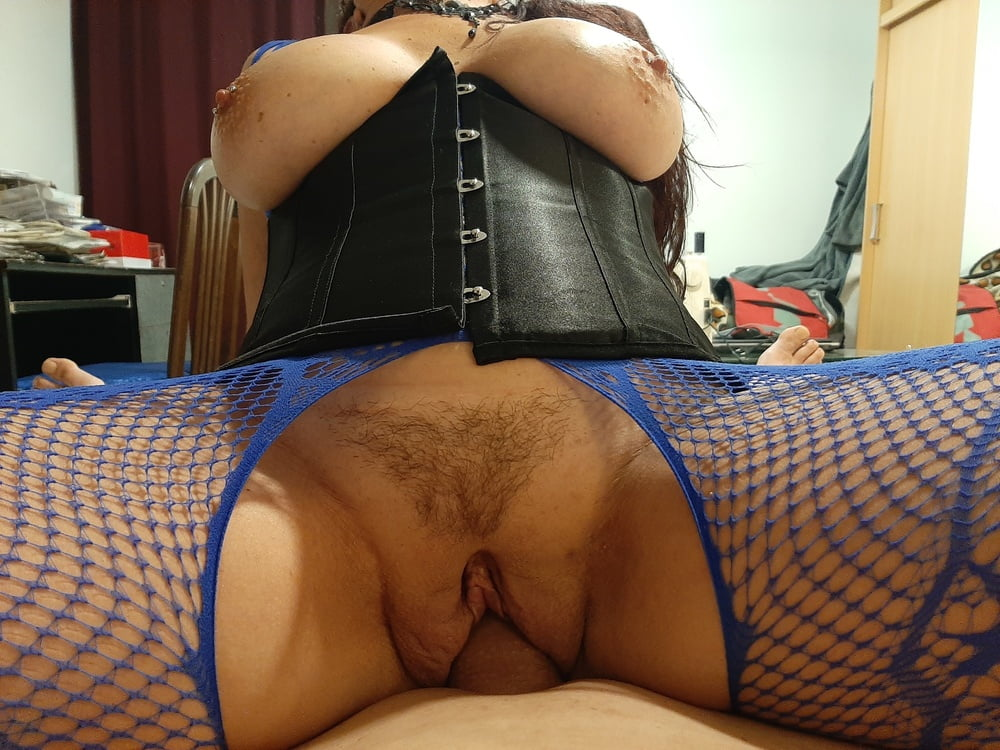Hairy pussy and smoking Wildcat - 79 Pics