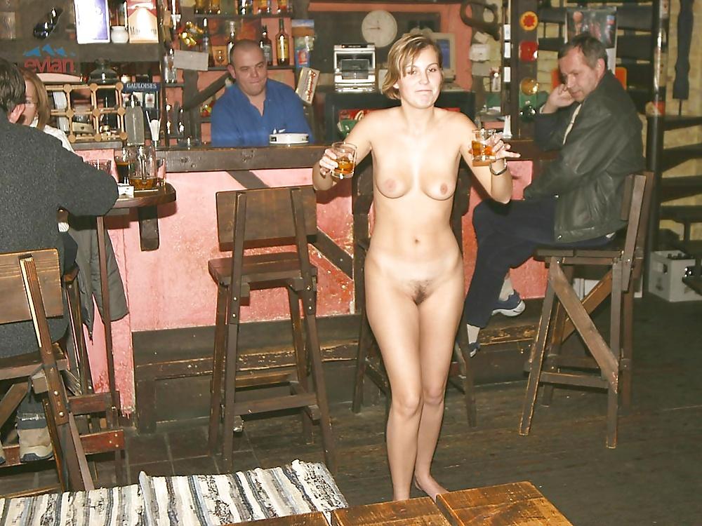 Avril lavigne nude in a pub