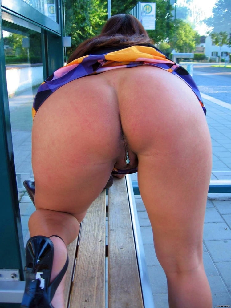Amature big booty in public