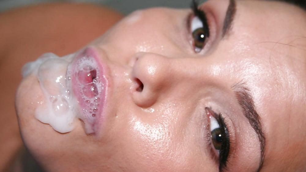 Azari Kumiko Blowing Bubbles Pussy