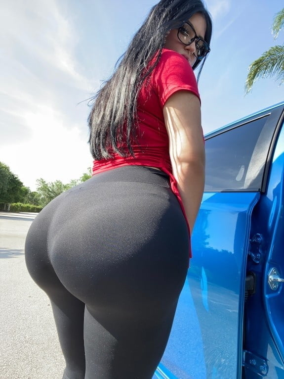 Crystal Lust - Giant Ass - 26 Pics