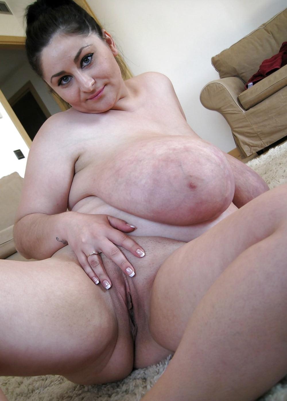 Толстые матюрки демонстрируют свое тело порно