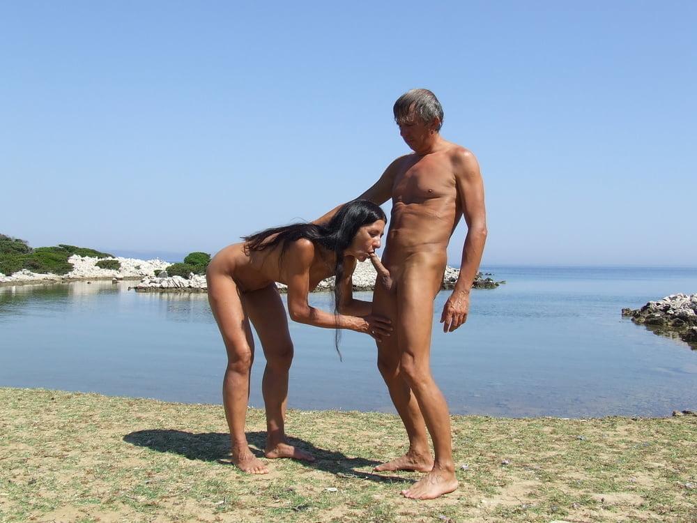 Exhib couple on the beach