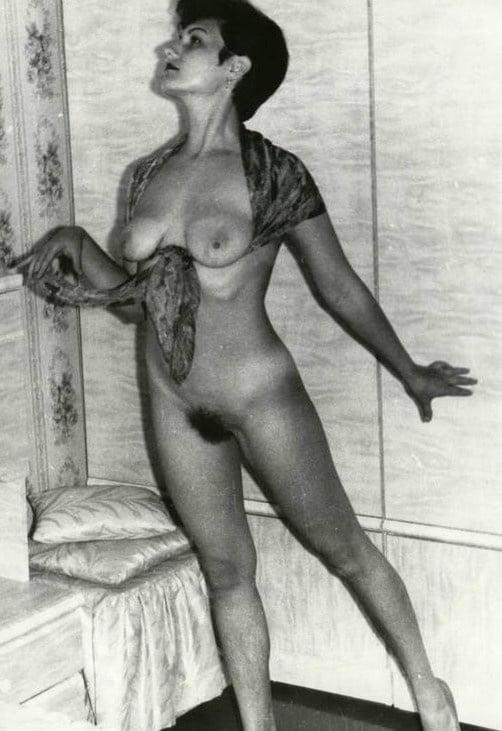 Советские ретро обнаженные девушки, ретро порно в чистом поле