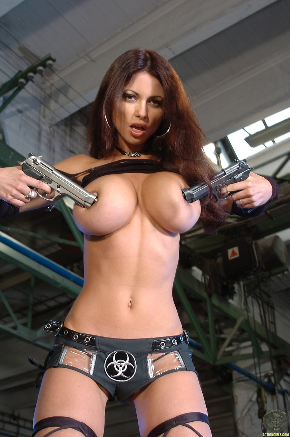 Naked girls with gun pics — img 2