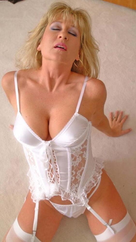 Aanbevolen blonde lingerie pornophoto's