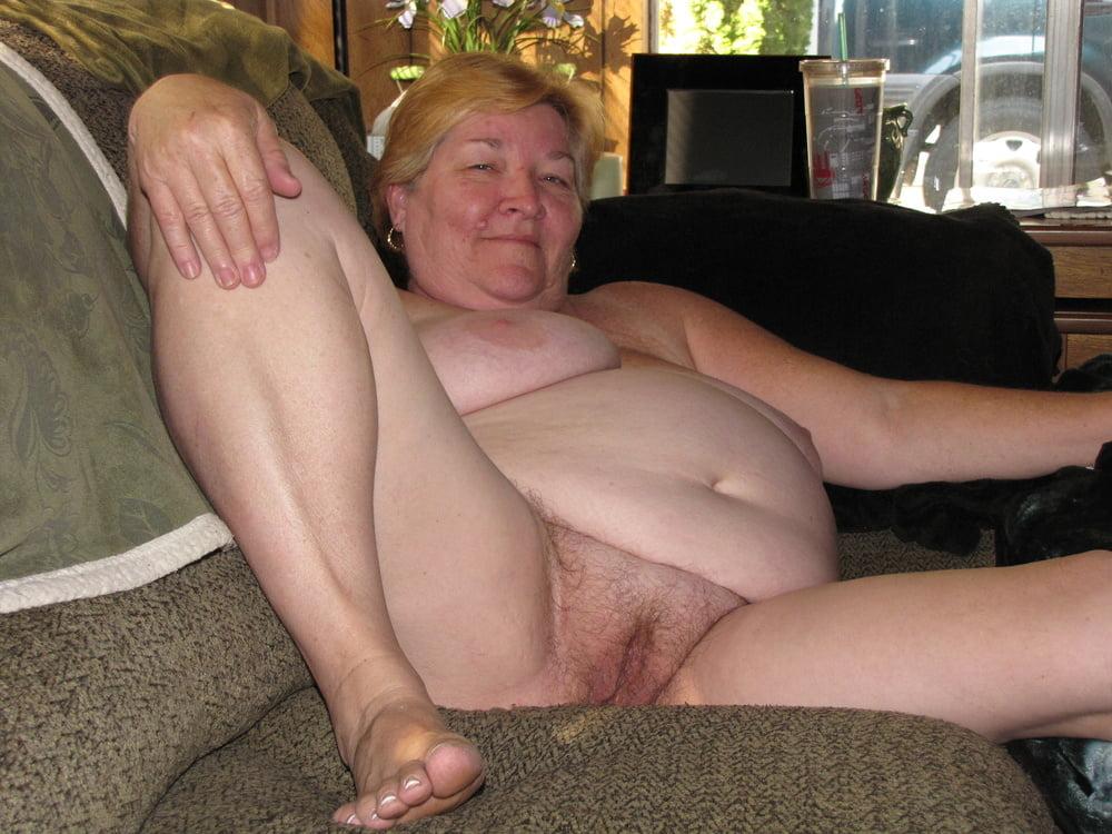 naked chunky moms
