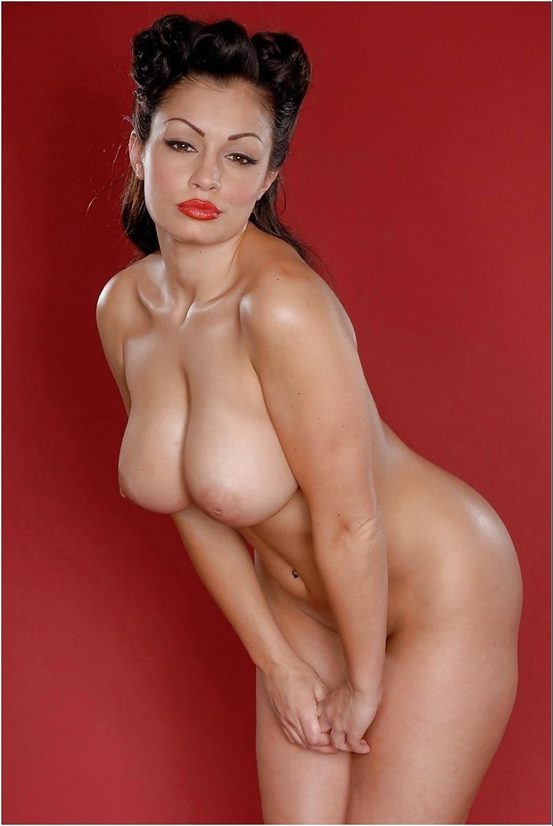 aria-giovanni-thumbs-nude-wife-cuckold