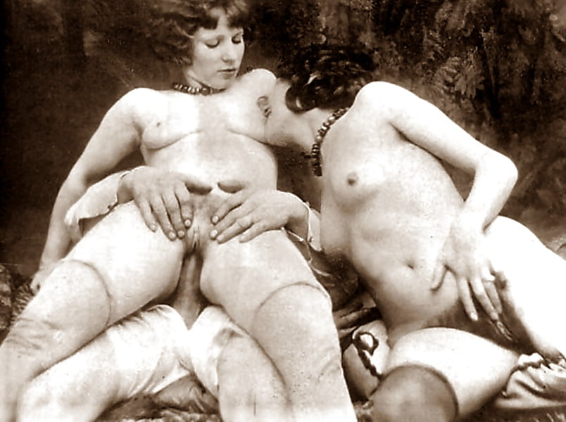 Секс старинный скрытный натуральный, два огромных члена в трахают телку видео