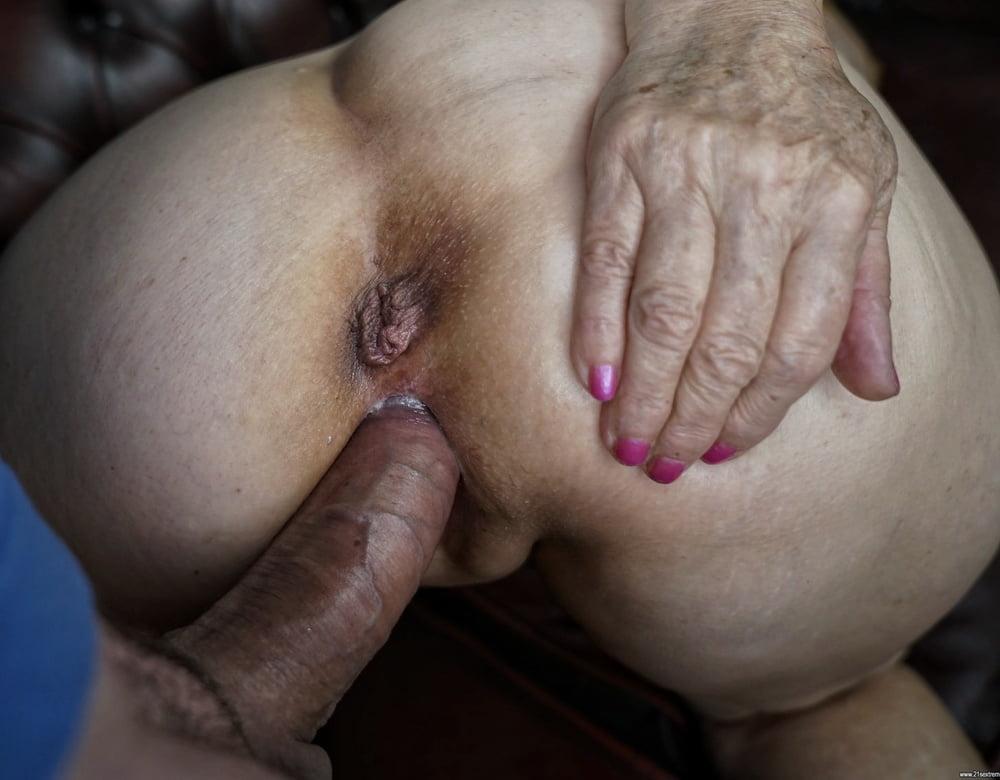 Mature Pussies 02 - 16 Pics