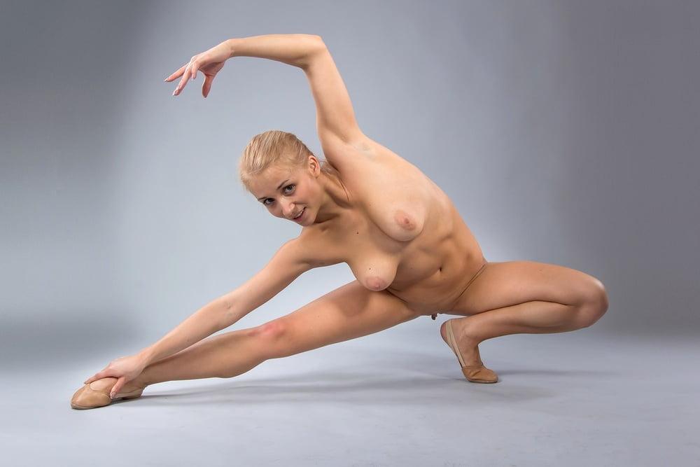 Эро фото фото обнаженная гимнастика красотки частные