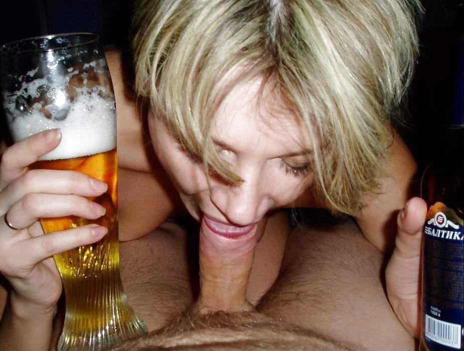 секс порно видео зрелая пьет пиво херню написал, атправлю