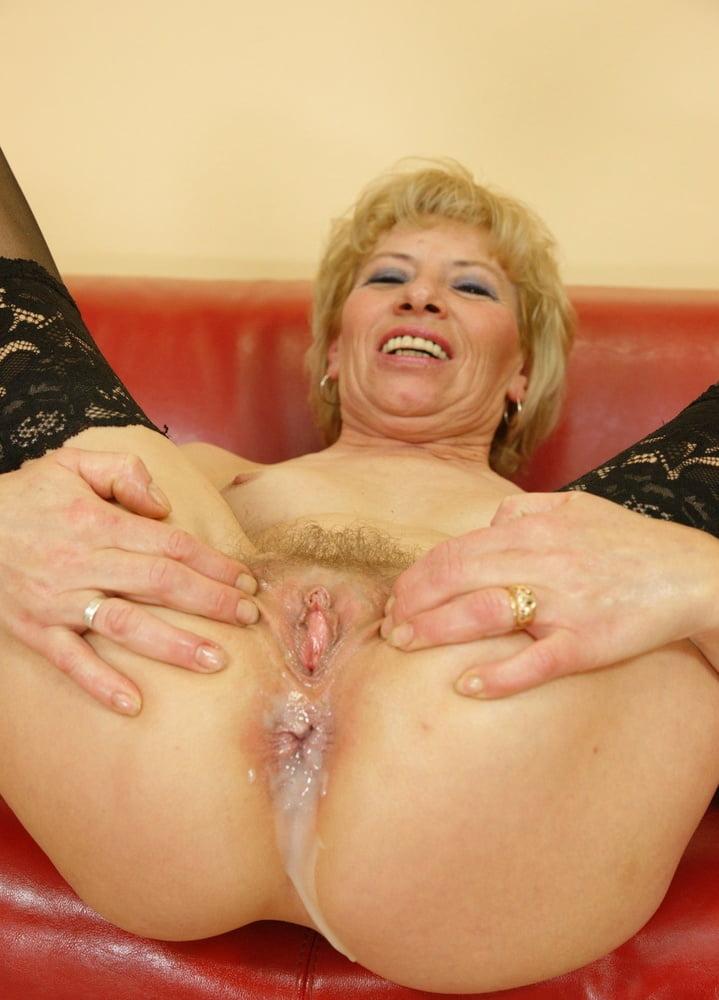 Granny gets creampie