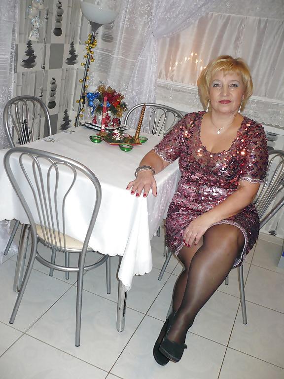 русская взрослая дама в русском дома мне сидеть