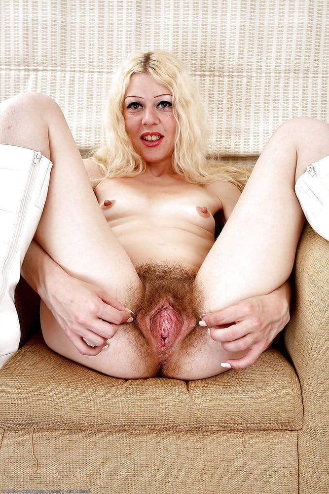 tonya-harding-nude-hairy-cunt-wet-opened