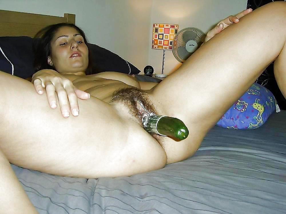 девушка мастурбирует большим предметом