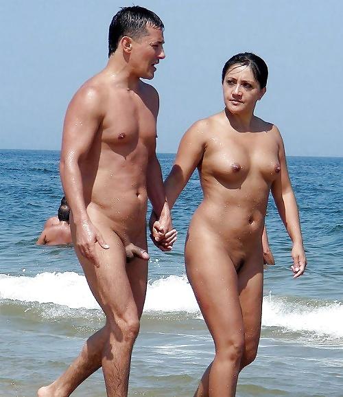 Nacktes Paar zu Fuß #10