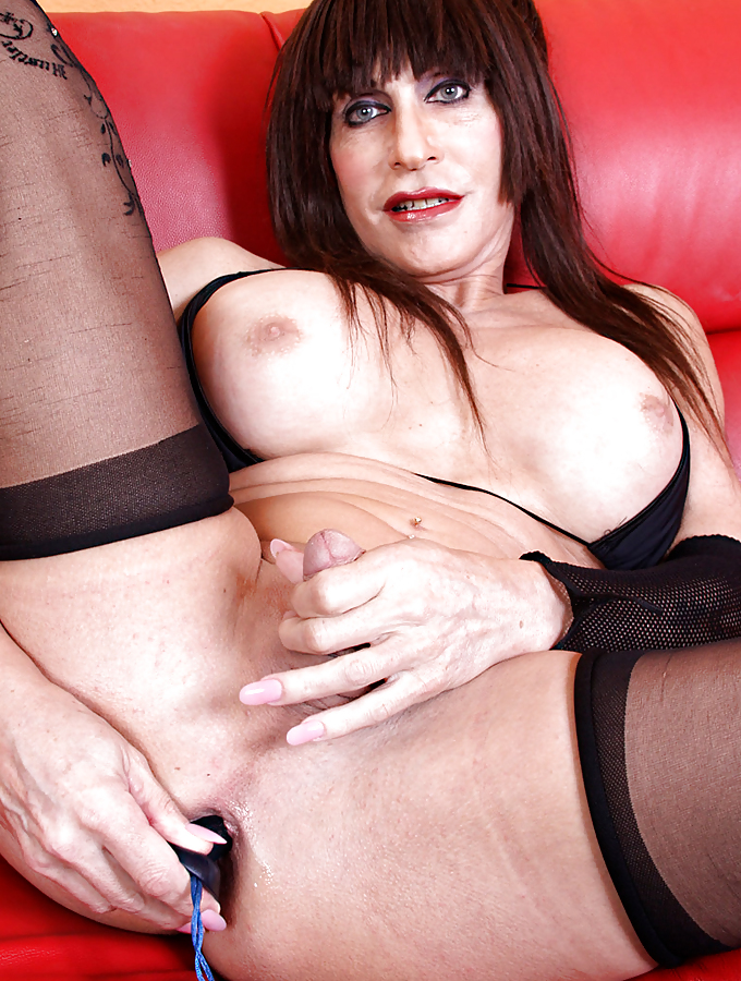 Slutty mature tgirls, hot girls spreading their legs and pussys