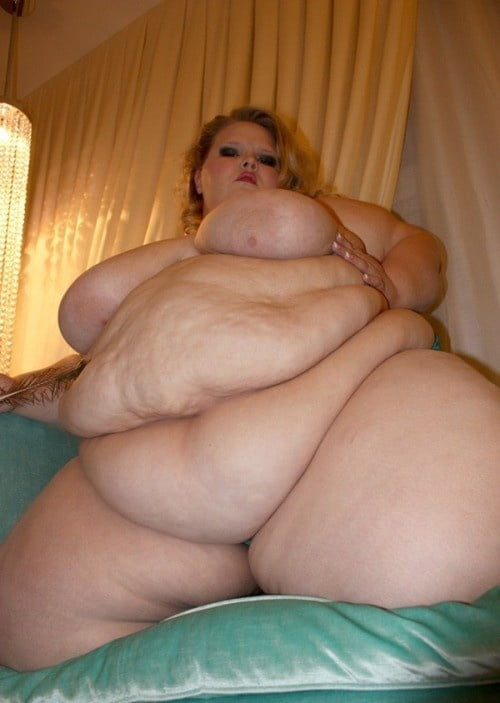 Эротическое видео с очень толстыми с огромными животами девушек