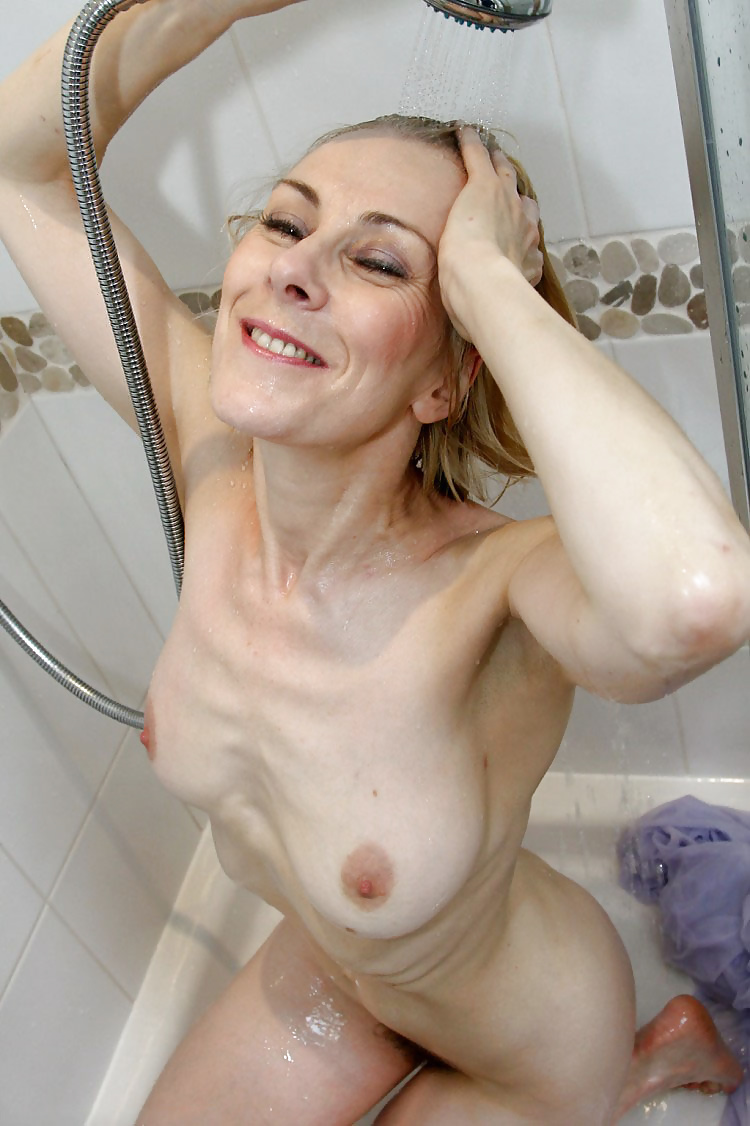 nude-hot-anorexic-moms