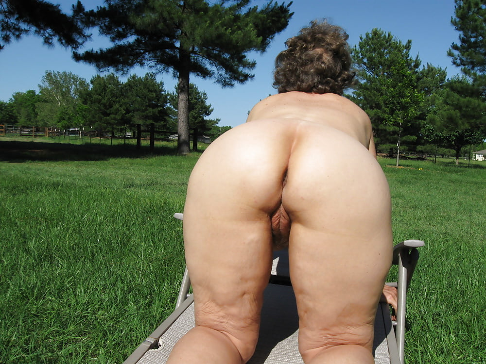 Big booty old ladies naked — photo 12