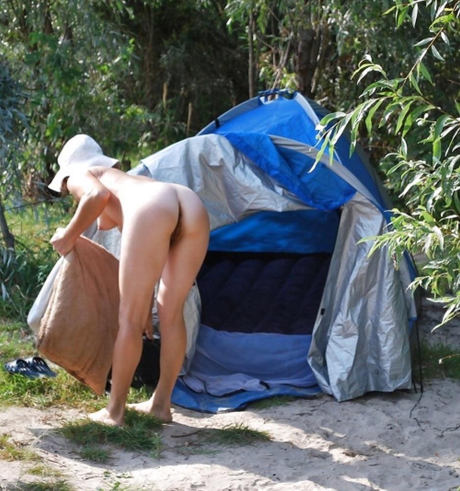 girls-camping-nude