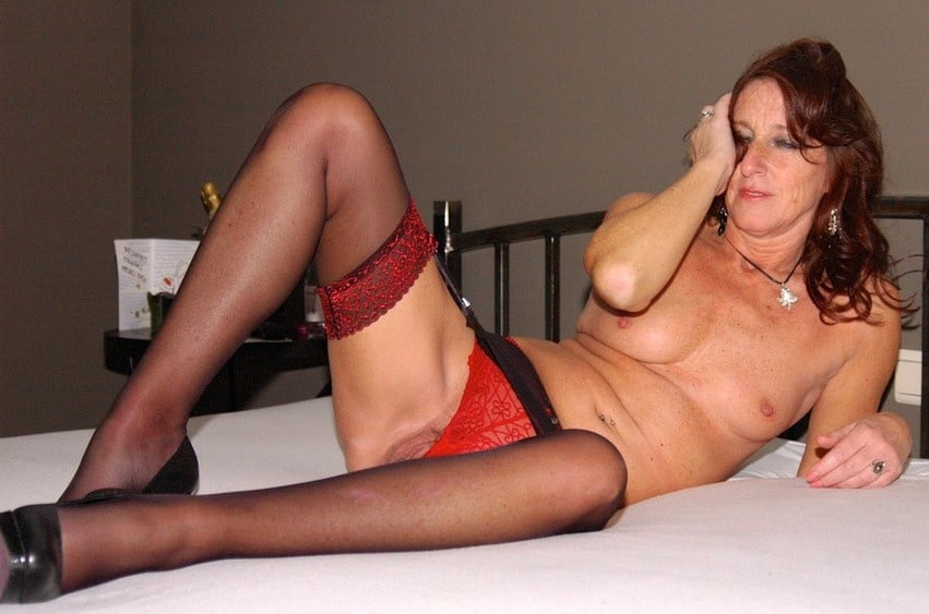Mature cougar in lingerie-6012