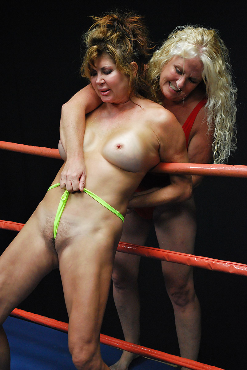 Naked lady wrestler — pic 10