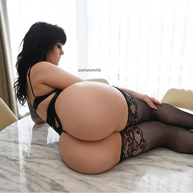 Emily Lynne - 110 Pics