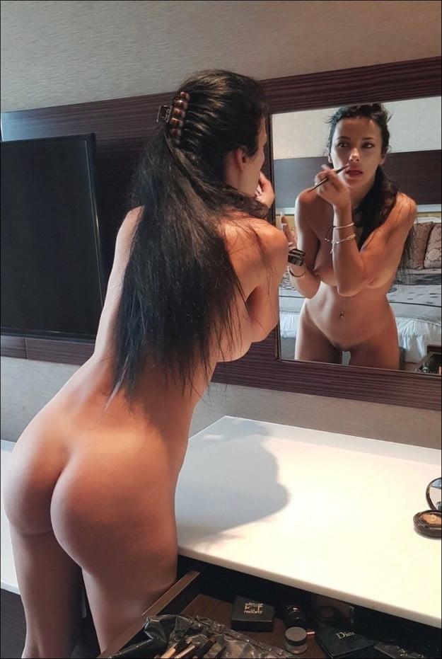Naked women by the mirror, italian sexy porn pics