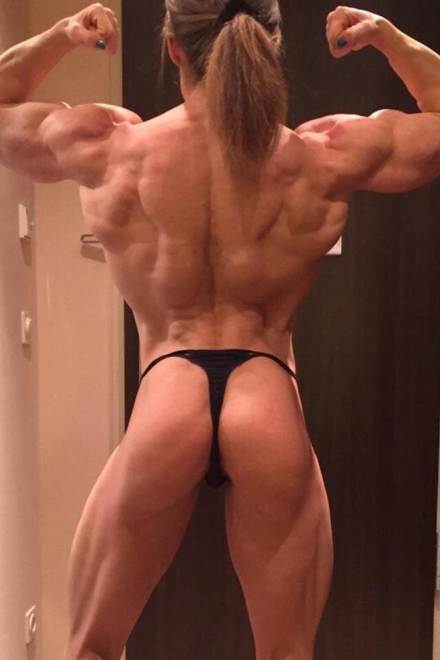 Bodybuilderin Hangetitten Geile Kondomsex