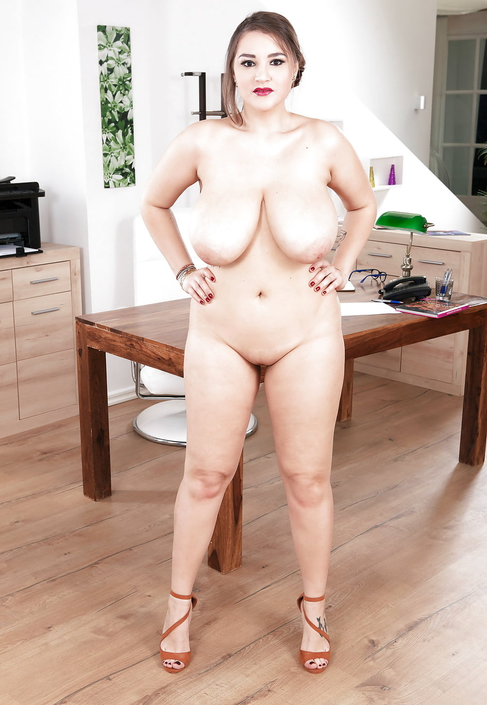 Busty webcam girl toying on the chair-8236