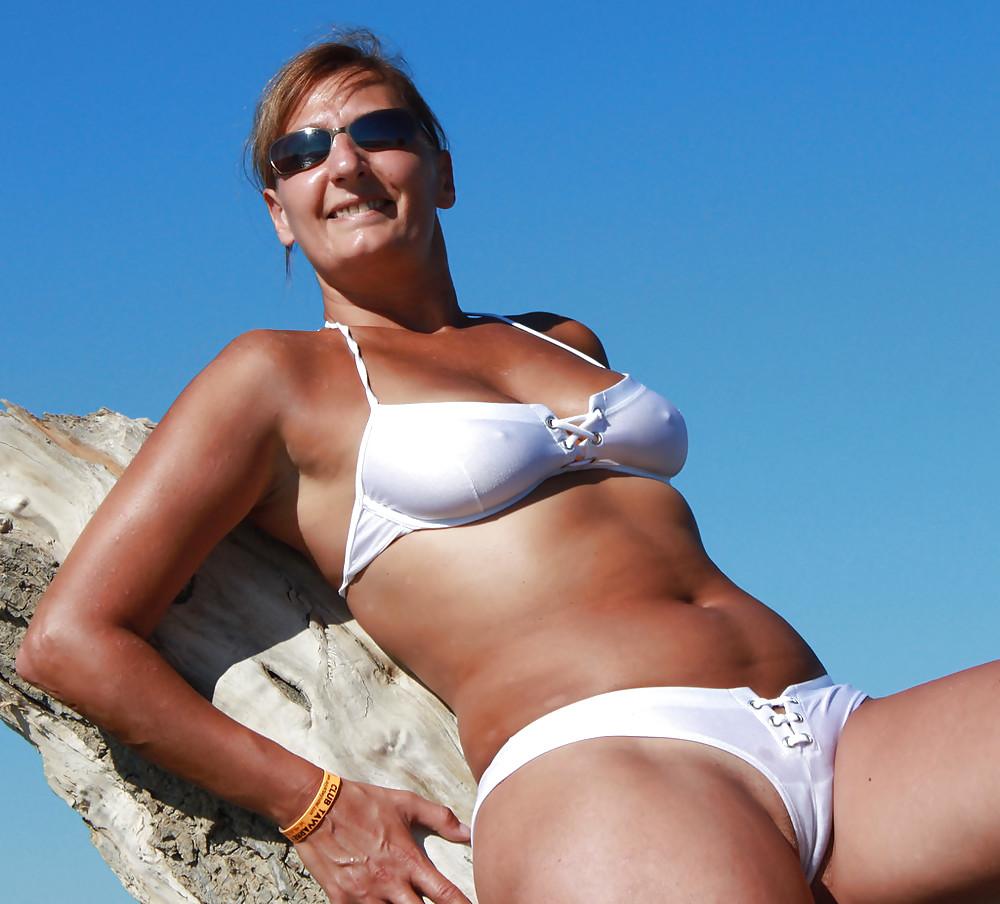 Amature bikini beaches 12