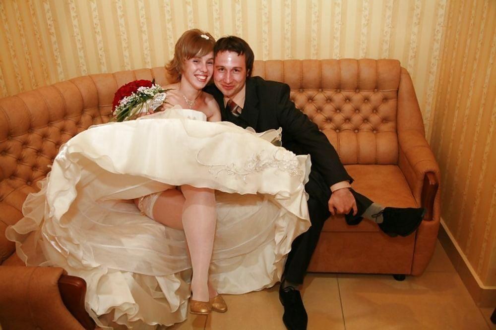 druzya-ottrahali-nevestu-na-svadbe-drochu-babe-v-pantaloni